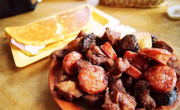 Cachapa con cochino frito