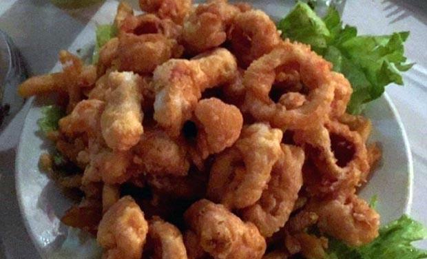 Camarones y calamares rebozados